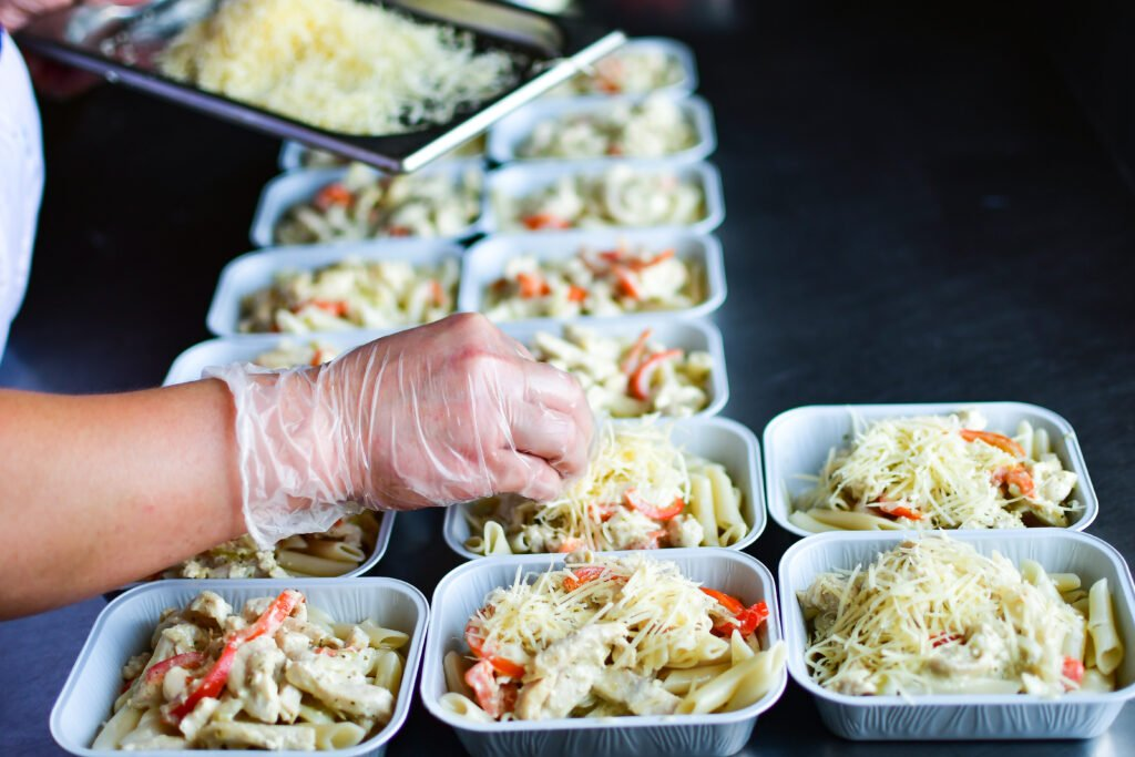 Takeaway,Chicken,Salad,With,Vegetables,And,Cheese,Food,Delivery.,Preparing